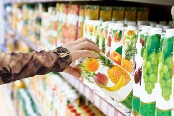 เลือกซื้อน้ำผลไม้