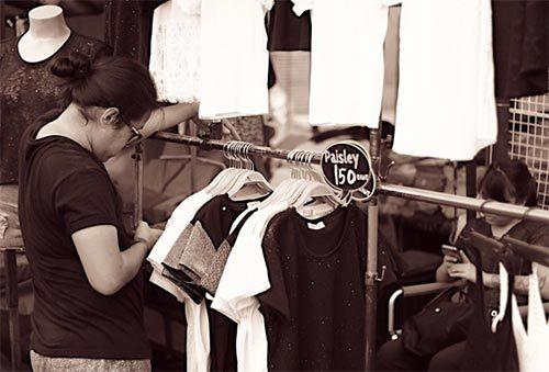 แหล่งซื้อเสื้อผ้าสีดำ