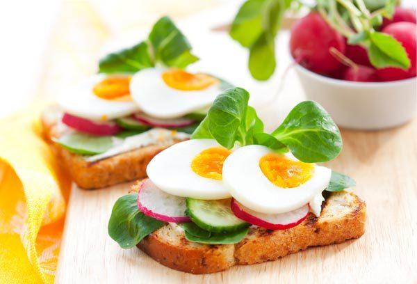 กินไข่ต้มตอนเช้า