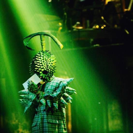 ทอม Room39 โชว์ใส่ชุดหน้ากากทุเรียน กว่าจะตะมุตะมิได้..หลายชั้นนะเออ