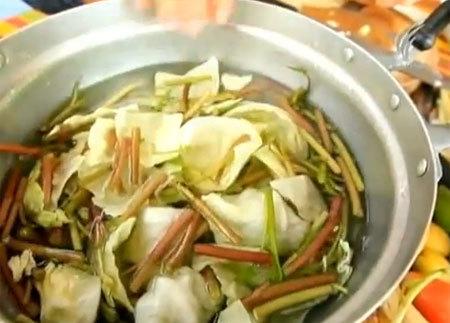 เมนูตำซั่วผักก้านจอง ใส่ข้าวปุ้นฮ้อน ตำรับเมืองเลย