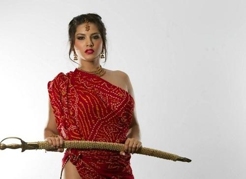 ซันนี่ ลีโอนี่ Sunny Leone ดาวโป๊อินเดียถูกด่ายับ หลังถูกเชื่อว่าเป็นต้นเหตุคดีข่มขืน