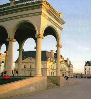 เหมือนเด๊ะ! จีนสร้างโรงแรมเลียนแบบปราสาทฝรั่งเศส