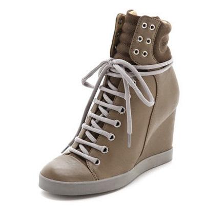 รองเท้าผ้าใบส้นสูง